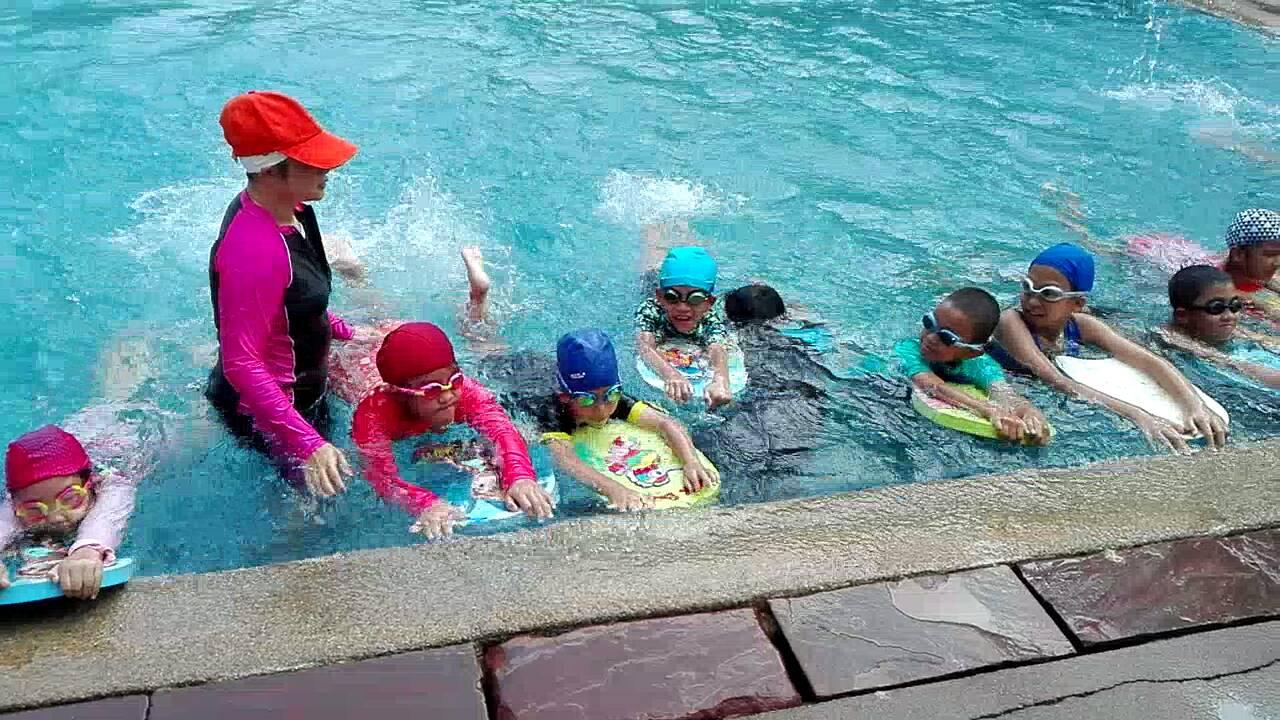 สอนว่ายน้ำ.jpg